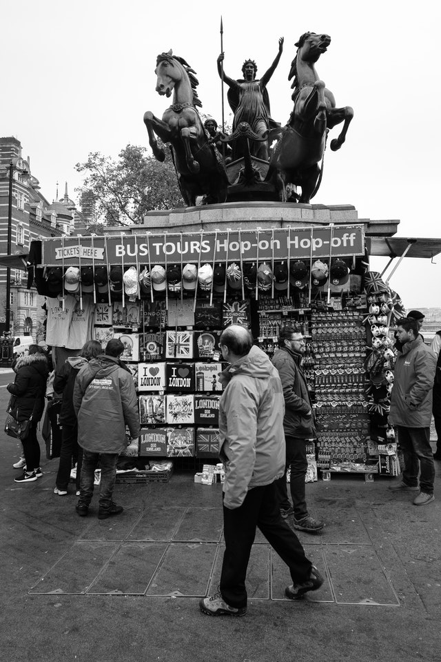 A souvenir stand on Westminster Bridge, in front of the Palace of Westminster.