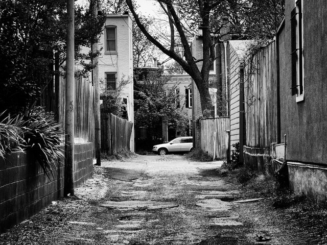 An alley on 9th street SE.