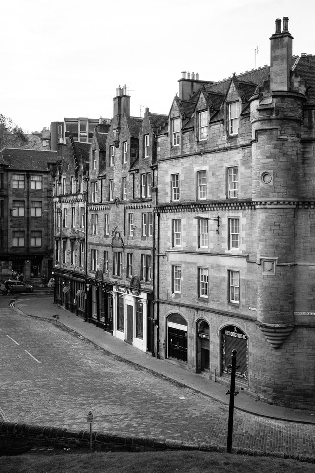 The intersection of Grassmarket and King's Stables Road, seen from Granny's Green Steps.