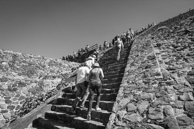 The line of people climbing up the Pyramid of the Sun in Teotihuacán.