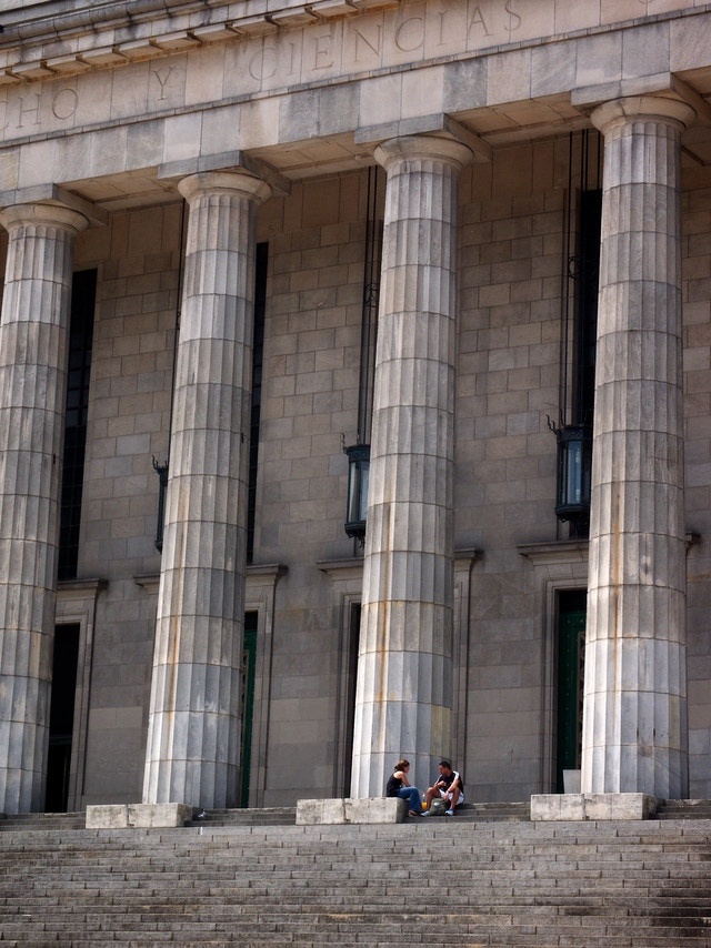 Students hanging out at the University of Buenos Aires Faculty of Law.