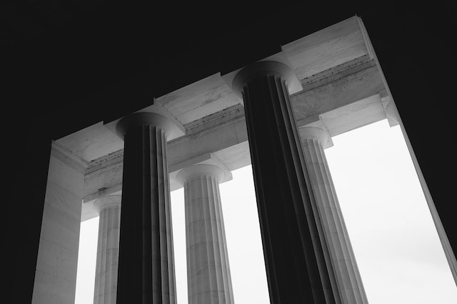Columns of the Lincoln Memorial.