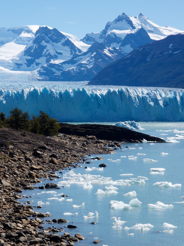 Canal de los Témpanos, with the north face of the Perito Moreno glacier in the background, at the Lago Argentino, Argentina.
