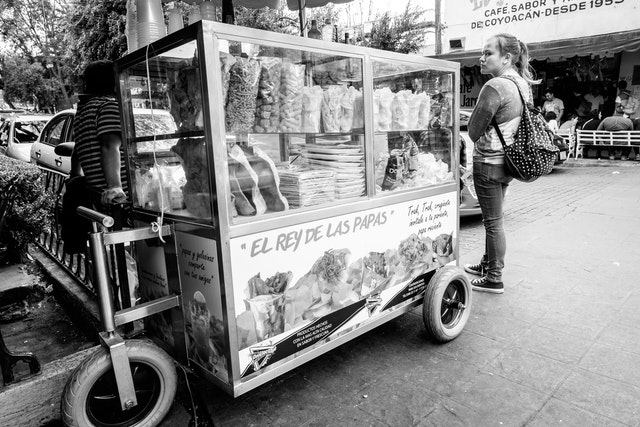 The cart of a street vendor selling snacks and chips in Coyoacán.