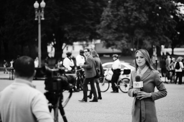 A reporter from NTN in front of the White House.