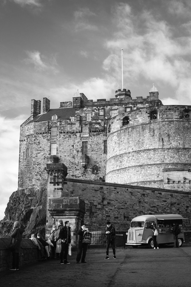 Tourists and a food truck in front of Edinburgh Castle.