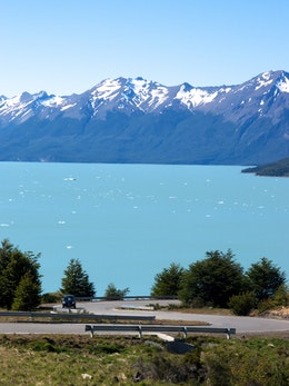 A winding road at the Bay of Icebergs in Lago Argentino.