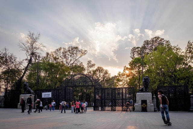 Acceso Leones, the entrance to the Chapultepec Forest, at sunset.