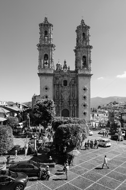 The Santa Prisca Temple seen across the Zócalo of Taxco.