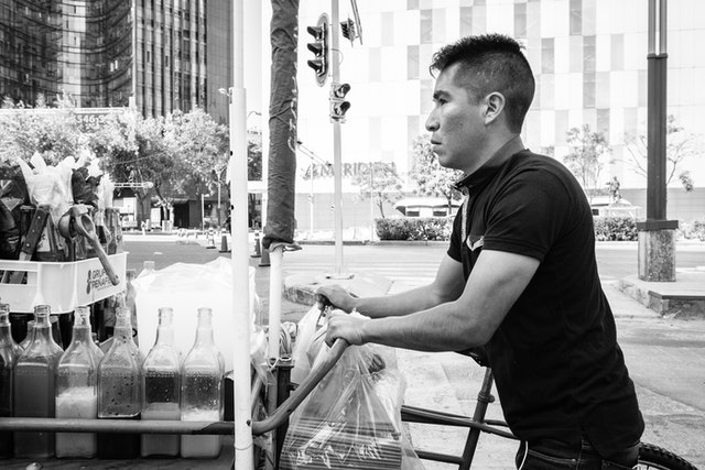 A man pushing a snacks cart on the Paseo de la Reforma in Mexico City.