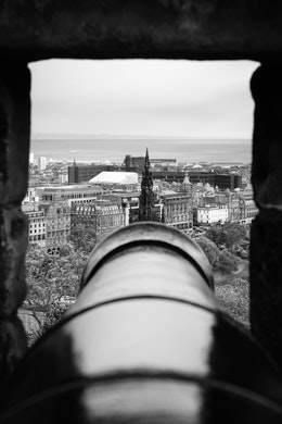 An artillery piece at Edinburgh Castle, pointing directly at the Scott Monument.