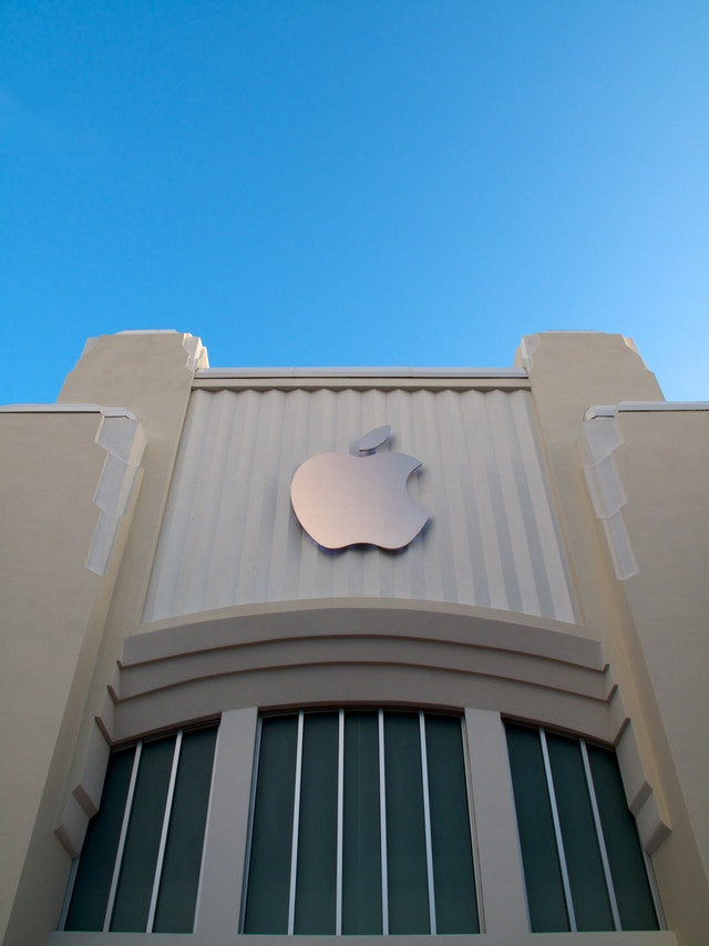 Facade of the Lincoln Road Apple Store in Miami Beach.