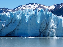 Close-up of the walls of the Perito Moreno glacier.